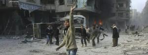Spur der Zerstörung nach einem Luftangriff der Regierungsarmee auf das syrische Ghuta