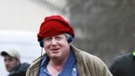 """Eigentlich kein Wunder, dass Boris Johnson aussah, wie er eben aussieht, als er im Februar durch Newcastle joggte. Er ist bekannt dafür, nicht weiter nachzudenken, bevor er etwas sagt. Einer Britin, die seit Monaten in Iran im Gefängnis sitzt, wurde seine Art in diesem Jahr so zum Verhängnis. Der Außenminister ließ sich mit den Worten zitieren: """"Soweit ich weiß, hat sie einfach nur Leute in Journalismus unterrichtet."""" Genau das hätte er nicht sagen sollen. Wer nicht nachdenkt, bevor er redet, der wird auch einfach so losrennen, also in Schwimm-Shorts."""