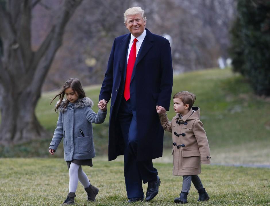 Großvater Trump mit seinen Enkeln