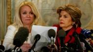Roxanne Deschamps (links), die Ex-Pflegemutter des Parkland-Schützen, trat am Dienstag gemeinsam mit ihrer Anwältin Gloria Allred in New York vor Journalisten.