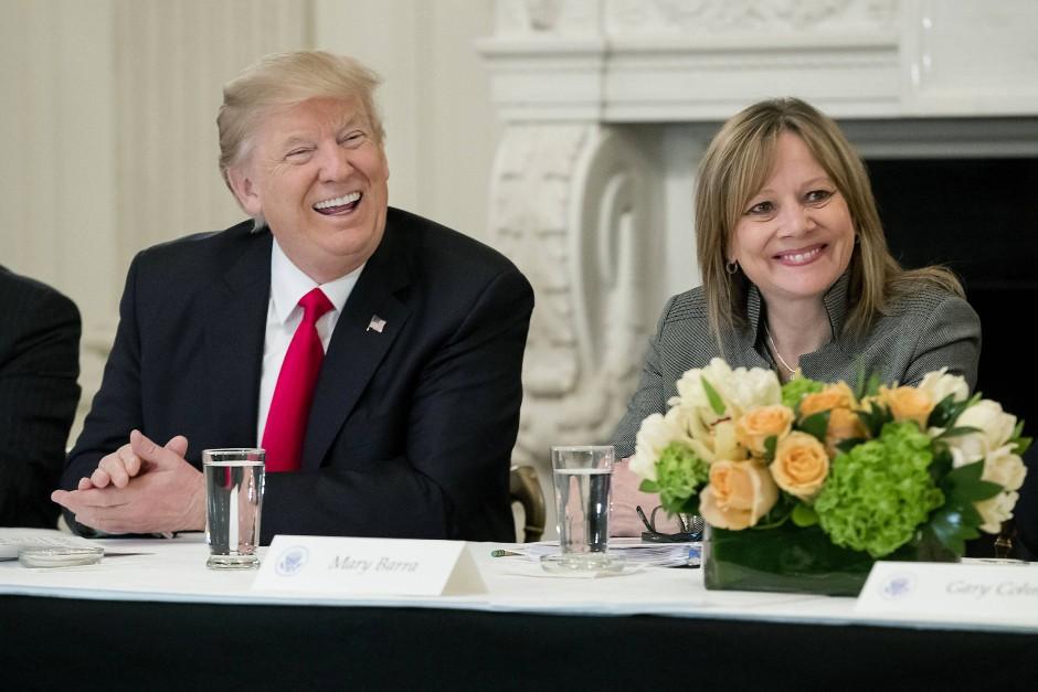 Audienz bei Trump Anfang Februar: GM-Chefin Mary Barra ist nah dran am amerikanischen Präsidenten.