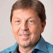 """Christian Eichler - Portraitaufnahme für das Blaue Buch """"Die Redaktion stellt sich vor"""" der Frankfurter Allgemeinen Zeitung"""