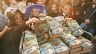 Lesen als Gemeinschaftserlebnis: Bestseller können uns das bieten. Nur sehr selten freilich ist der Hype so groß wie einst beim Erscheinen der Harry-Potter-Bände.
