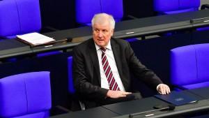 Seehofer will strenge Kriterien für Familiennachzug