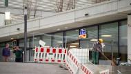 Noch eine Baustelle: Die Arbeiten am Henninger Turm dauern länger als geplant.