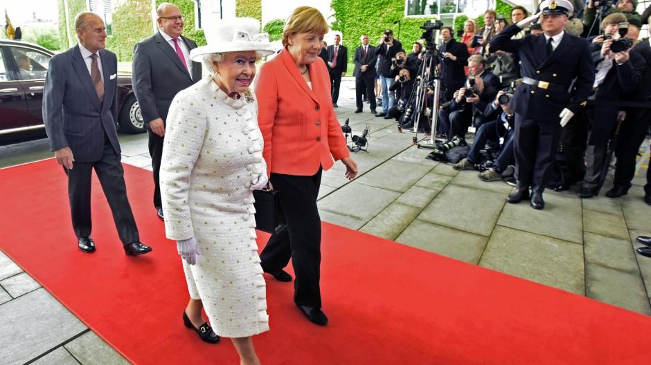 Queen Elizabeth II - Die britische Königin beginnt ihren 5.Staatsbesuch in 50 Jahren in der deutschen Bundeshauptstadt Berlin.
