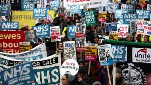 Londoner demonstrieren fürs staatliche Gesundheitssystem