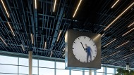 """Zeit-Arbeit: Die Uhr """"Real Time"""" von Maarten Baas am Amsterdamer Flughafen Schiphol"""