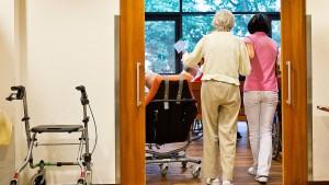 So wird der Pflegenotstand nicht gelöst