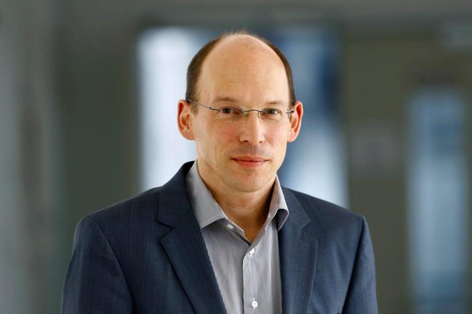 Prof. Andreas Reif ist Direktor der Klinik für Psychiatrie, Psychosomatik und Psychotherapie am Klinikum der Johann Wolfgang Goethe-Universität in Frankfurt.