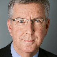 """Peter Carstens - Portraitaufnahme für das Blaue Buch """"Die Redaktion stellt sich vor"""" der Frankfurter Allgemeinen Zeitung"""