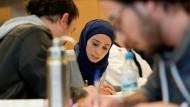 Immer mehr Migranten erreichen in Wiesbaden einen Hochschulabschluss.