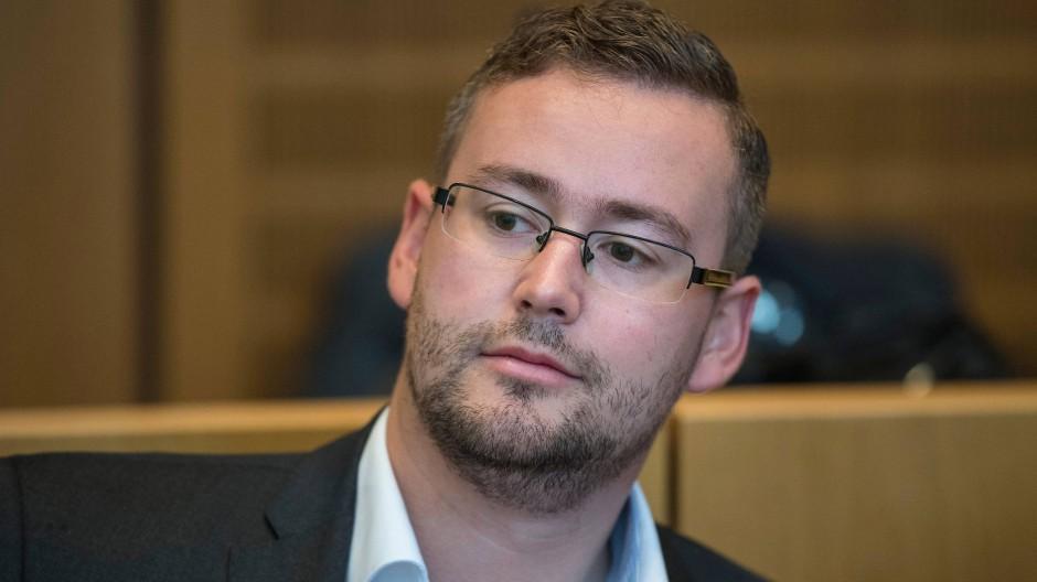 AfD-Mann Sebastian Münzenmaier auf der Anklagebank des Mainzer Amtsgerichts