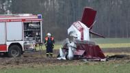 Das abgestürzte Flugzeug ist kaum noch als ein solches zu erkennen.