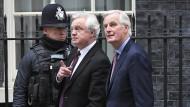 Dieser Weg ist kein leichter: Barnier (l) und Davis in London