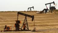 Preisanstieg, trotz stetigem Betrieb: Ölpumpen auf einem Feld bei Ponca City im US-Bundesstaat Oklahoma