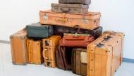 Schicksale im Gepäck: Sammlung von Koffern in der Ausstellung über Ein- und Auswanderer in Oberursel