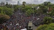 """""""Das Land verlassen, solange er noch kann"""": Am Samstag forderten Tausende in Harare den Rücktritt Mugabes."""