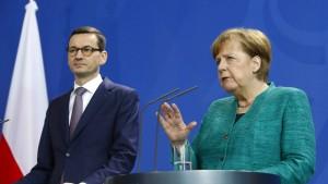 "Polen warnt Merkel vor ""echter politischer Krise"""