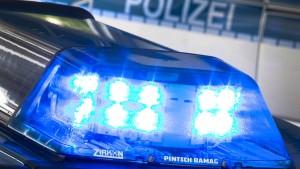 17-Jähriger rast durch Polizeikontrolle in Nordhessen