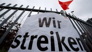 Erste Verhandlung um Metaller-Streiks in drei Wochen