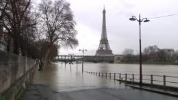 Paris kriegt nasse Füße