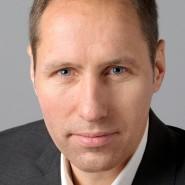 """Cai Tore Philippsen  - Portraitaufnahme für das Blaue Buch """"Die Redaktion stellt sich vor"""" der Frankfurter Allgemeinen Zeitung"""
