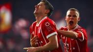 Der FC Bayern ist wieder Tabellenführer: Lewandowski und Kimmich jubeln.