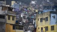 Sichtbare Armut: Eine Favela südlich von Rio de Janeiro