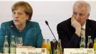 Merkt jemand, wie die CSU immer größer wird, ohne sich auszudehnen? Angela Merkel und Horst Seehofer Anfang der Woche in München.