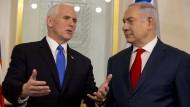 Der amerikanische Vizepräsident Mike Pence beim israelischen Ministerpräsidenten Benjamin Netanjahu (rechts)