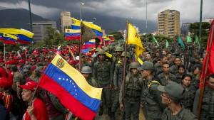 Maduro lässt Hunderttausende Soldaten aufmarschieren