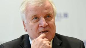 Seehofer will Dschihadisten den deutschen Pass entziehen