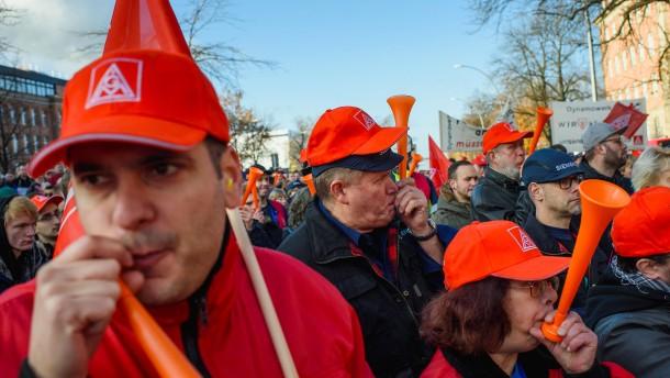 Gewerkschaft macht Druck mit Autokorso durch Berlin