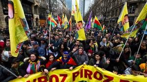 30.000 Kurden protestieren gegen türkische Politik