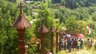 An der ehemaligen ungarisch-rumänischen Grenze treffen sich ungarischsprachige Pilger, um eine Messe zu feiern und des Trianon-Vertrags zu gedenken.