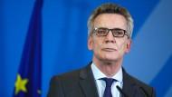Innenminister Thomas de Maizière spricht sich für einen Untersuchungsausschuss im Bundestag aus.