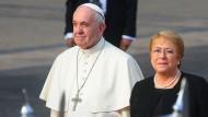 Papst Franziskus wird am Dienstag in Santiago de Chile von Präsidentin Michelle Bachelet am La Moneda-Palast empfangen.