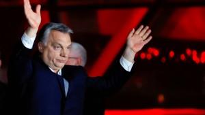 Orbán triumphiert, Le Pen gratuliert