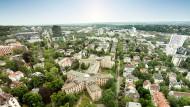 Begehrte Fläche: Das Areal des früheren American Arms Hotel in Wiesbaden soll für Wohnungsbau genutzt werden.