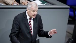 Seehofer plant Passentzug für Islamisten