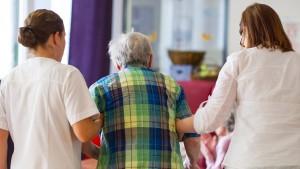 Union droht mit Blockade der Pflegeausbildung