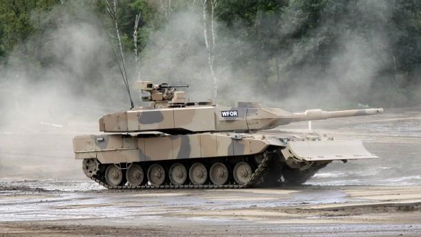 Ein europäischer Panzer nimmt Fahrt auf