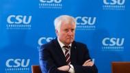 Unzufrieden mit dem Wahlergebnis und der Lage seiner Partei: CSU-Chef Horst Seehofer am Dienstag nach der Bundestagswahl in Berlin