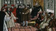 """""""Hier stehe ich, ich kann nicht anders"""" hat er hier wohl gar nicht gesagt, trotzdem machte auch dieser Satz ihn berühmt: Ein Holzschnitt aus dem Jahr 1557 zeigt Martin Luther vor Kaiser und Kurfürsten auf dem Reichstag zu Worms im Jahr 1521."""