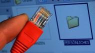 Wo der Kuschelkurs endet: Der Staat soll, wenn es nach seinen Vertretern geht, unbedingt Zugriff auf private Daten haben
