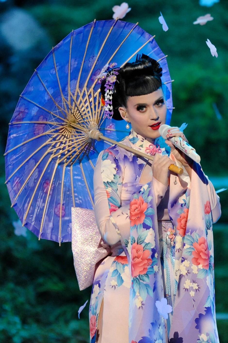Katy Perry als Geisha bei den American Music Awards 2013