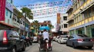 Mit der Fahrradrikscha durch Penang: Eben fahren wir noch durch Little India...