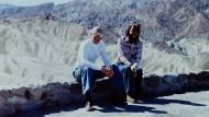 Veränderte diese Erfahrung wirklich sein Leben und sein Werk? Michel Foucault mit dem Musiker Michael Stoneman in der Wüste