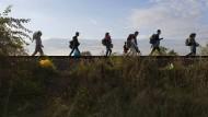 Was macht Gastfreundschaft aus? Flüchtlinge im Jahr 2015 an der serbisch-ungarischen Grenze.